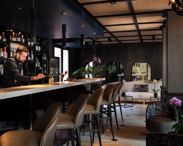 Bar, Terrasse Auf Dem Kanal & Garten