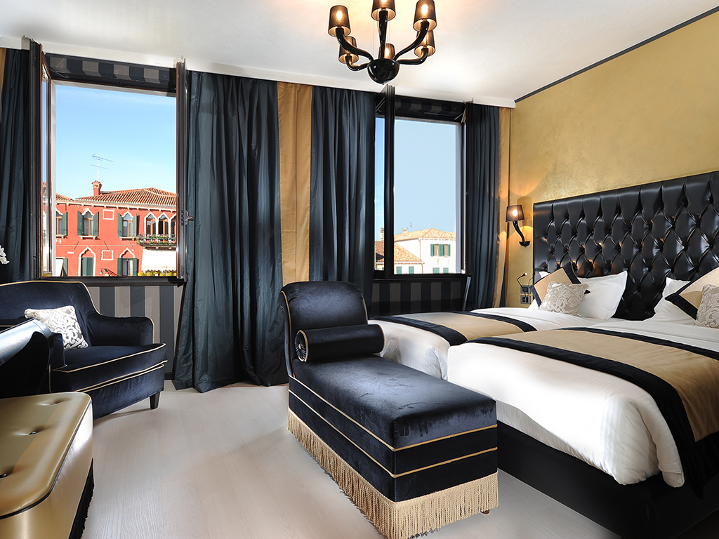 Don T Miss The Deluxe Room With A Canal View At The