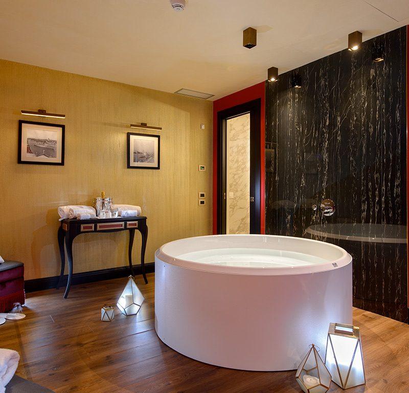 Hotel Palazzo Veneziano\'s Honeymoon Duplex Garden View & Jacuzzi